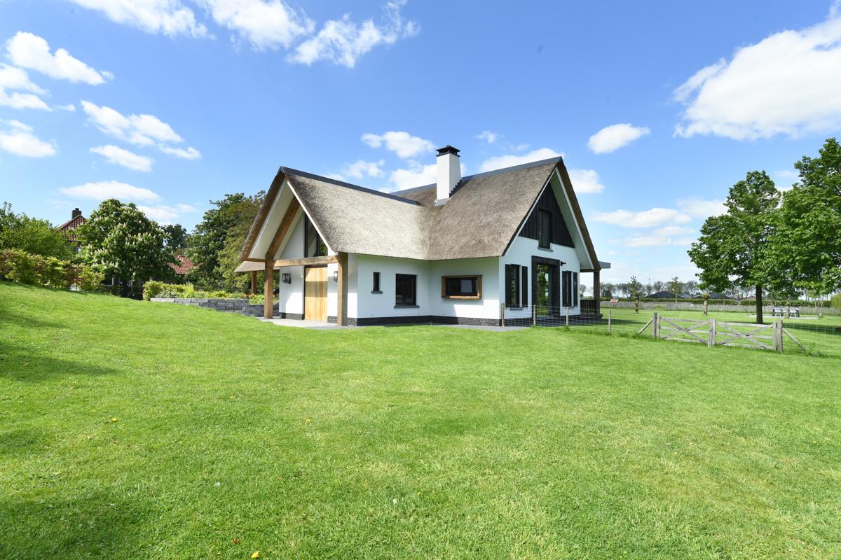 Villa met allure en eiken accenten te Nuland (15)