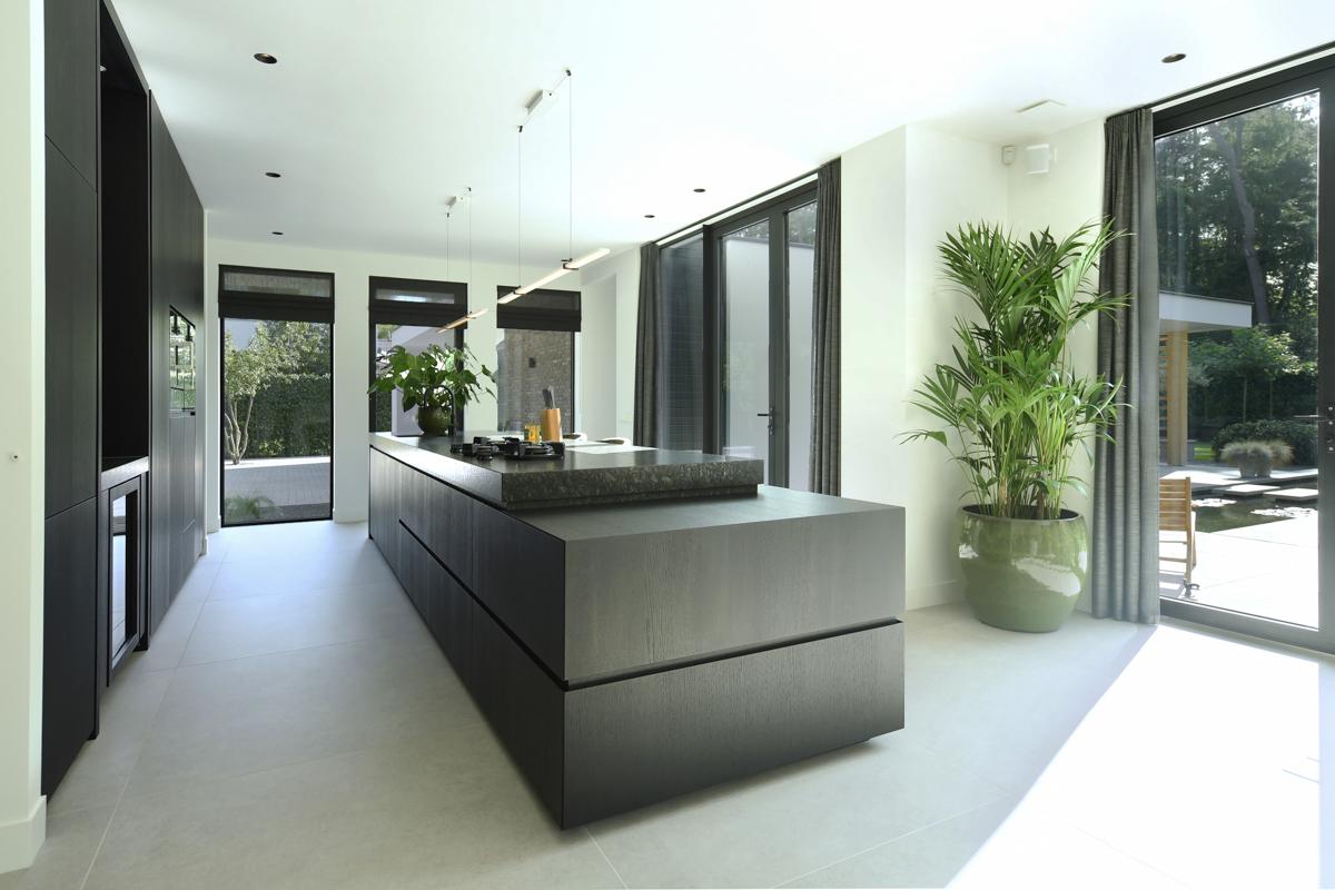Modern herenhuis met aansprekende architectuur (27)