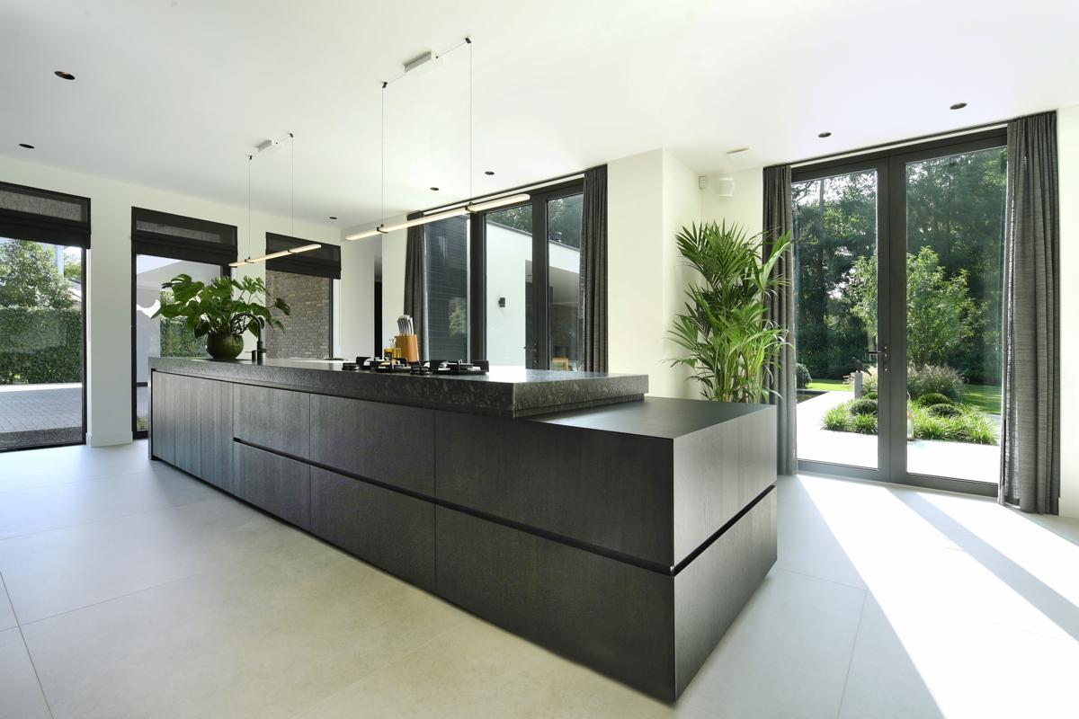 Modern herenhuis met aansprekende architectuur (28)