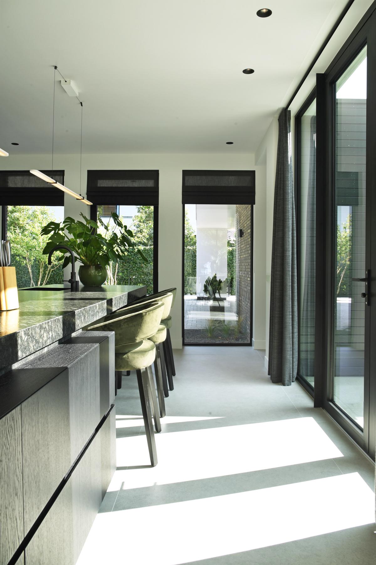 Modern herenhuis met aansprekende architectuur (29)