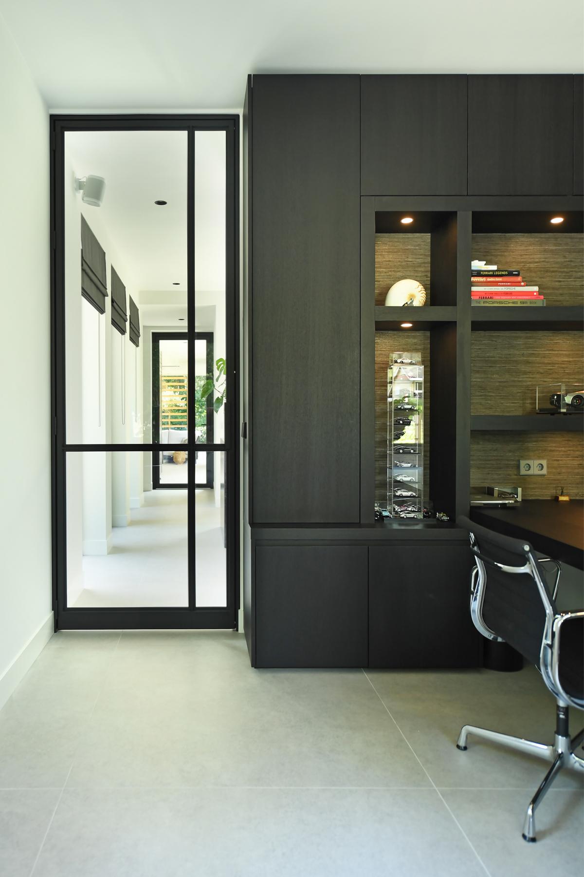 Modern herenhuis met aansprekende architectuur (32)