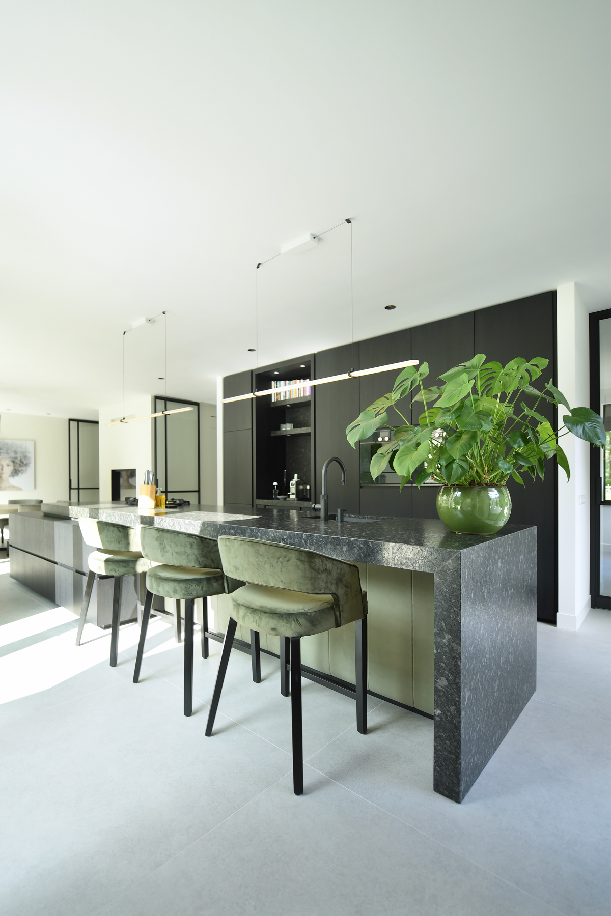 Modern herenhuis met aansprekende architectuur (34)